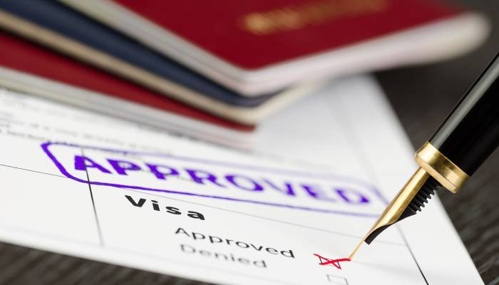 Oman resumes issuing new labour visas suspended
